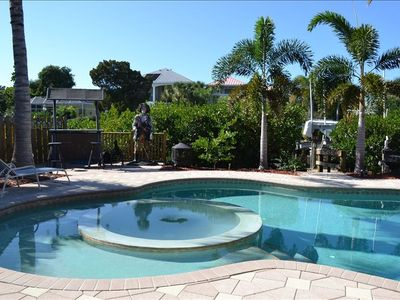 Photo for 3BR/3bath, Pool/Hot Tub, Walk to Siesta Beach & Village