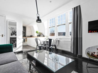 Photo for Stylish 3bed 2bath flat, Belsize Park, 2min to stn