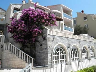 Photo for Holiday apartment Omiš for 4 - 6 persons with 2 bedrooms - Holiday apartment in a villa