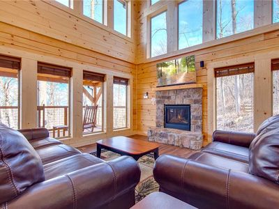 Back to Nature, 2 Bedroom, Fireplace, Hot Tub, WiFi, Pet Friendly, Sleeps 6