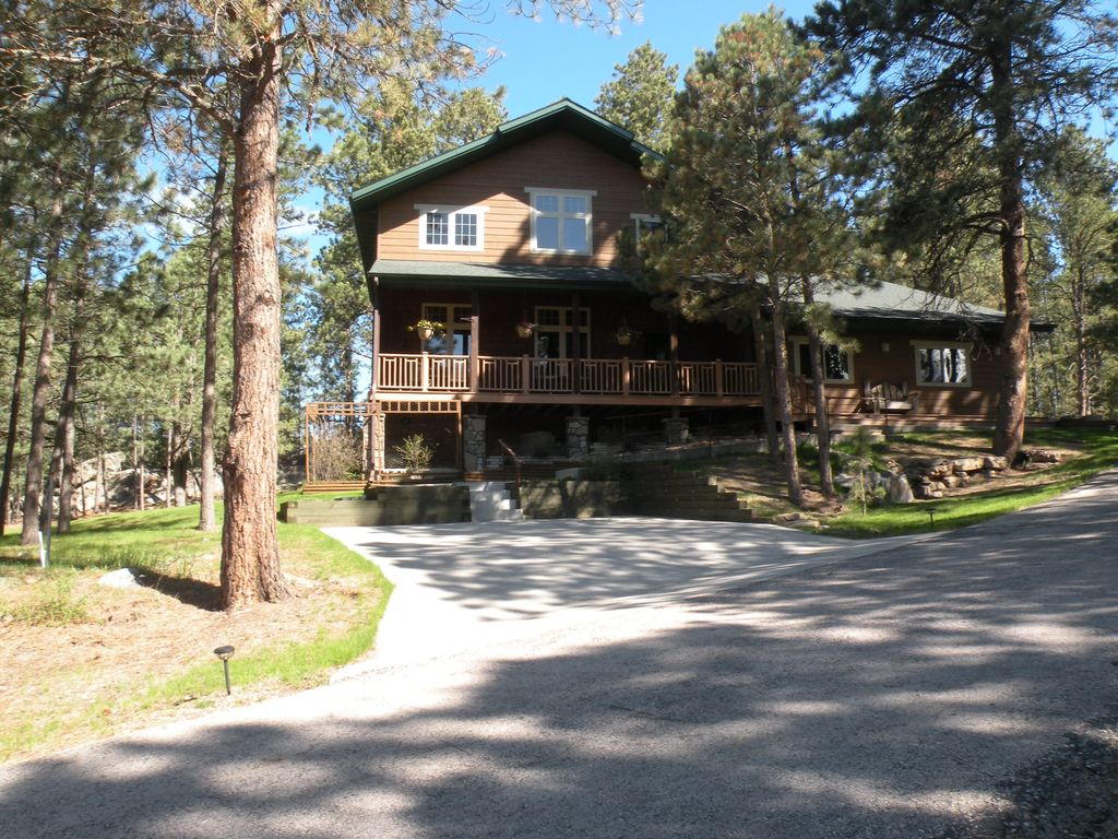 8 brothers hot tub waterfall pond fir vrbo for Cabins near custer sd