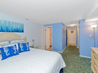 Ocean Block 3 Bedroom Condo with Outdoor Pool Close to the Beach!