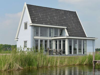 Photo for Luxurious detached accommodation, located in a holiday park in Giethoorn surrounded by water