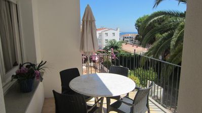 Photo for 3 bedroom Apartment, sleeps 4 with Walk to Beach & Shops