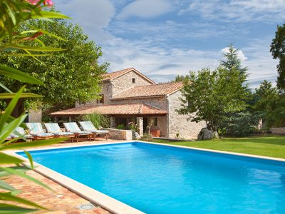 Photo for Wonderful, secluded, minutes from the beach, with 5 bedrooms