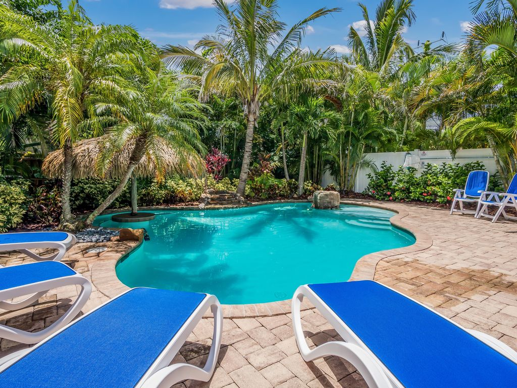 Calypso:Awesome Villa with Private Heated Pool, Swim-Up Tiki Table and  Waterfall - Holmes Beach