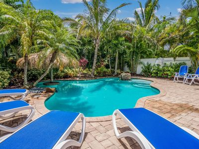 Calypso:Awesome Villa with Private Heated Pool, Swim-Up Tiki Table and Waterfall