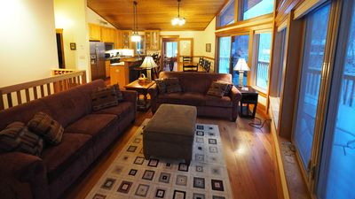 Summit Retreat - Expansive Home Sleeps 12, Perfect for Large Groups and Families