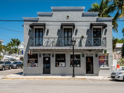 Photo for Condo on Duval Street - walk to beach & Southernmost Point, dogs OK