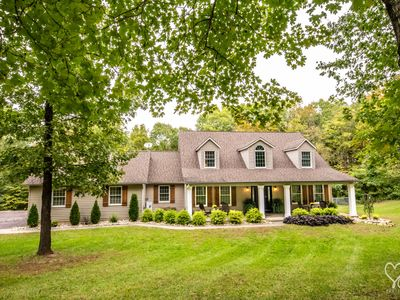 Hidden Creek Getaway- private w/ POOL in heart of WINE COUNTRY 25 min from StL