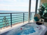 Great 2 bedroom modern apartment well located with fantastic views