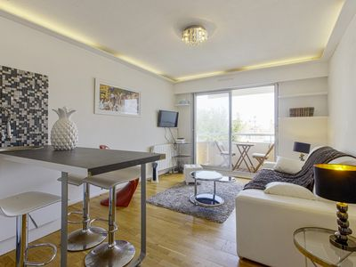 Photo for Charming flat with balcony close to Halles and beach - Welkeys