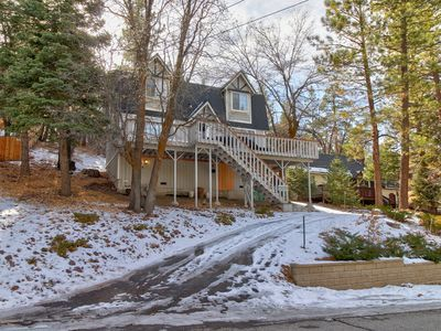 Photo for Classic family cabin near Bear Mountain Resort's slopes and golf course