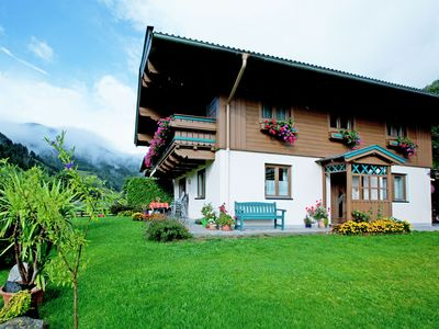 Photo for Very spacious apartment with plenty of privacy between Viehhofen and Saalbach
