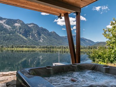 Lakefront, private dock, WiFi, Hot Tub, and more