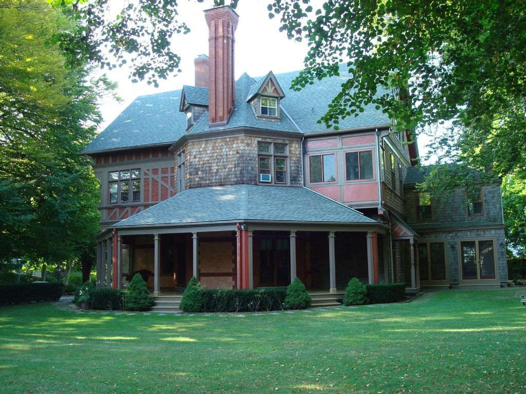 Historic Newport Estate