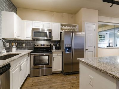 Photo for Stay Smart Texas Street Uptown/Downtown 2BR (7) - Two Bedroom Apartment, Sleeps 5