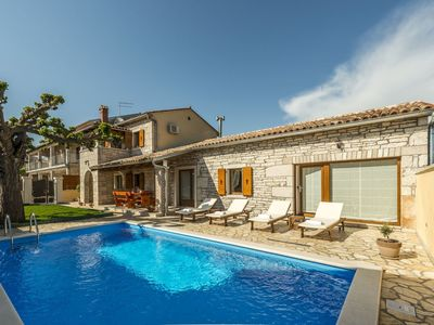 Photo for Lovely apartment for 8 guests with private pool, WIFI, A/C, TV and parking
