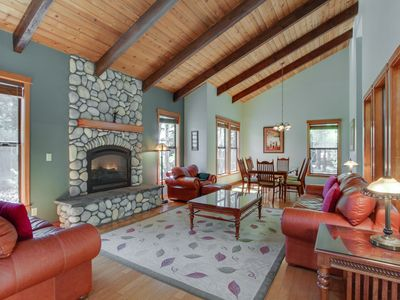 Photo for Great home w/ stunning kitchen, private hot tub, large deck! 10 SHARC passes!