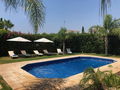 STUNNING VILLA IN CORAL BAY, PRIVATE POOL, LARGE GARDEN, 3 MINS WALK TO BEACH