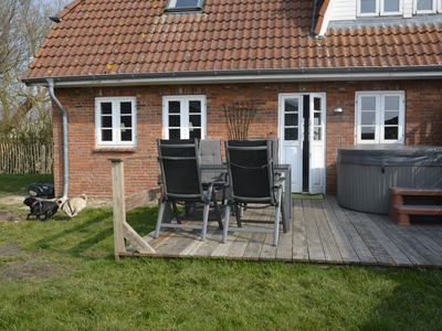 Photo for Dog-friendly holiday home on the North Sea with outdoor whirlpool and infrared sauna