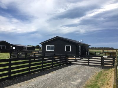 Photo for Country cottage minutes from CBD - NO CLEANING FEE