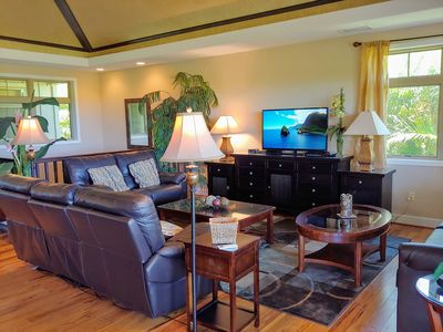 Spacious Great Room with comfortable leather seating for seven