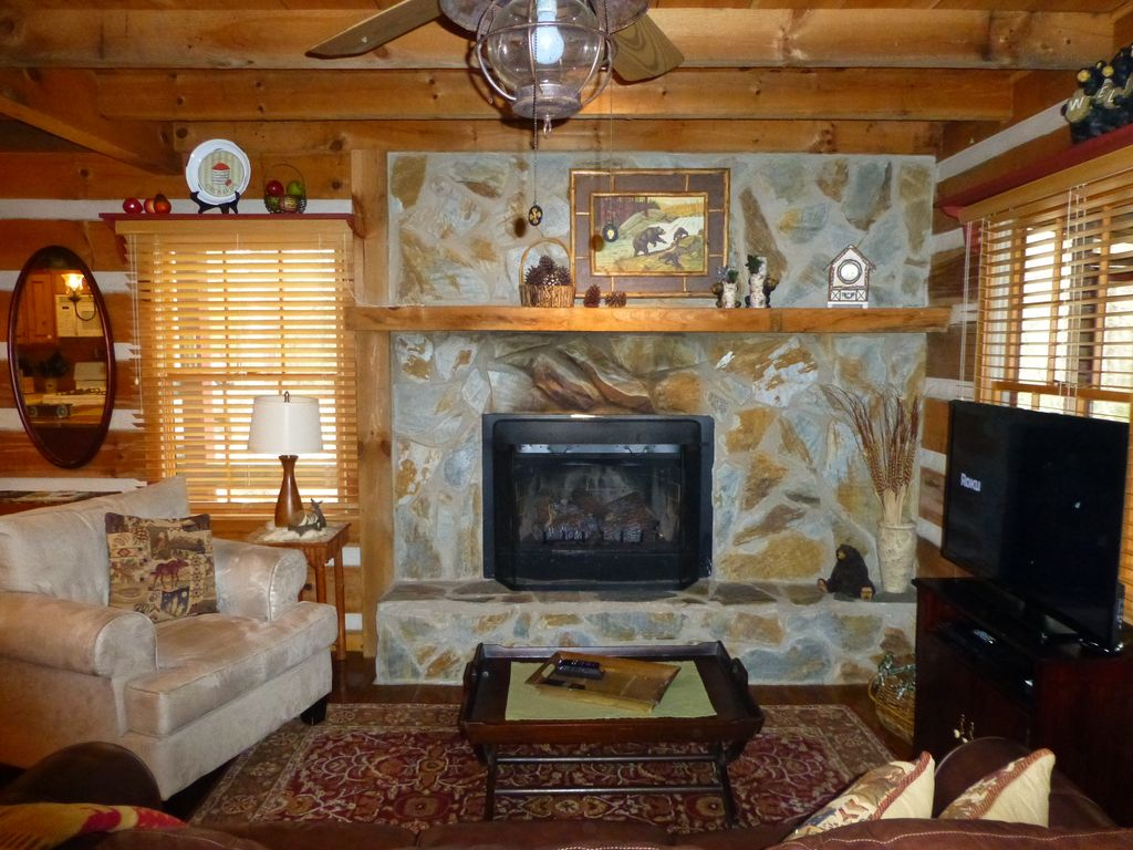 affordable mountain cabin with fireplace homeaway blue ridge