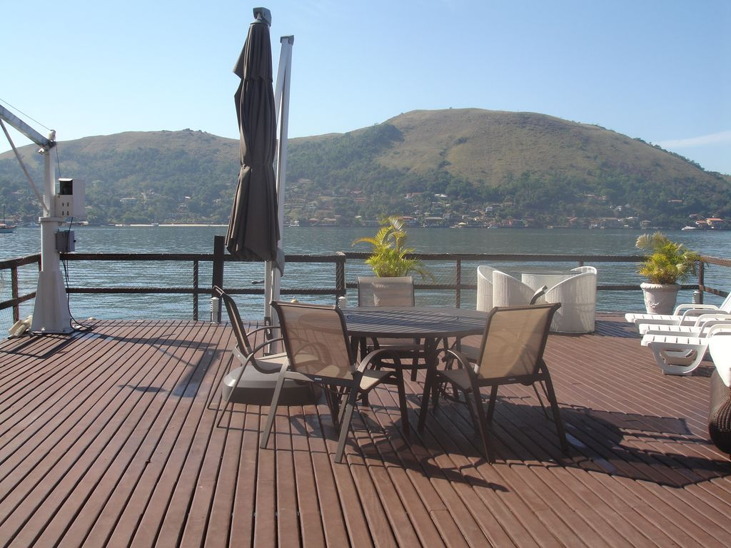 Delicious Home With Huge Deck On The Sea Homeaway