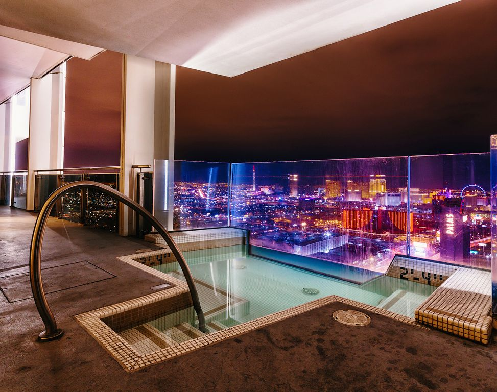 Huge penthouse private jacuzzi on balcony w homeaway - 10 bedroom house for rent in las vegas ...