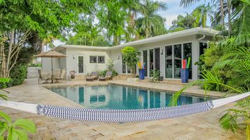 Luxury Las Olas Isles Canal-front. Walk to Fort Lauderdale Beach!