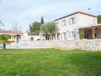 Photo for Beautiful villa, swimming pool and pool house 10 minutes from downtown Aix en Provence.