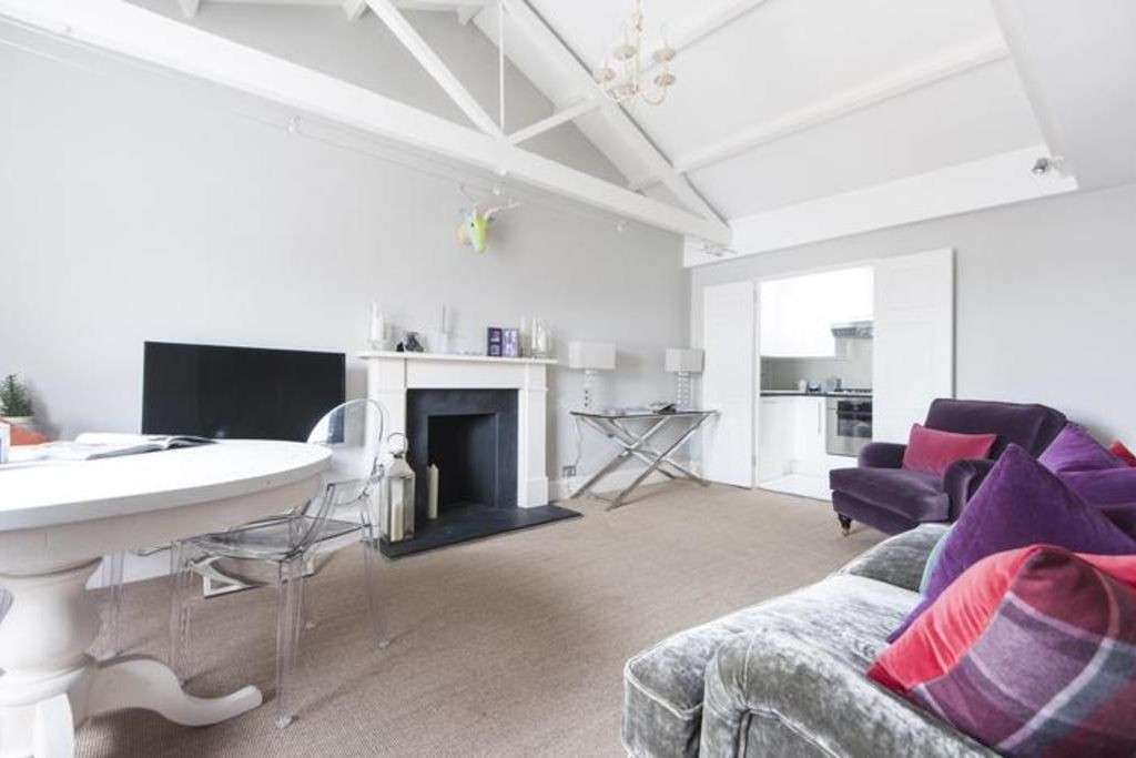 London Home 109, Imagine Your Family Renting a Luxury Holiday Home Close to London's Main Attractions - Studio Villa, Sleeps 4