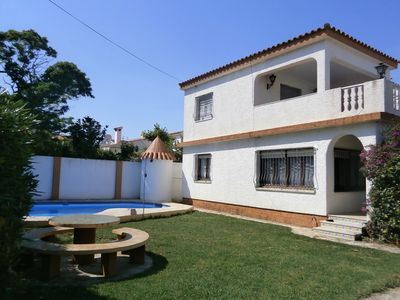 Photo for Large villa on 2 floors for 8 people, with private garden and pool