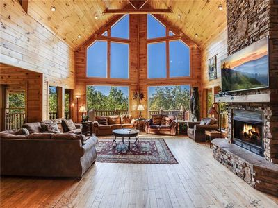 Big Bear Lodge, 5 Bedrooms, Sleeps 26, Hot Tub, Privacy, Jacuzzis