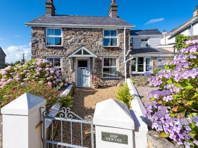 Photo for Siop Newydd - Three Bedroom House, Sleeps 7