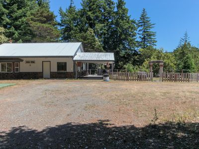 Photo for Family-friendly coastal house w/ full kitchen & outdoor firepit- dogs welcome!