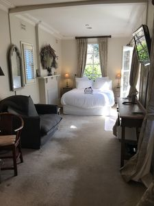 Geebung Studio completely self contained with spa bath and private entrance
