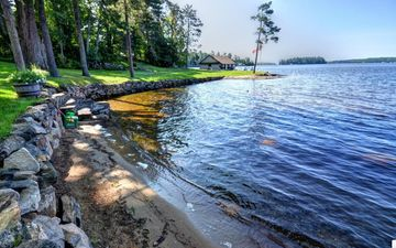 Private sandy beach on a beautiful point, stunning lake views, large cottage