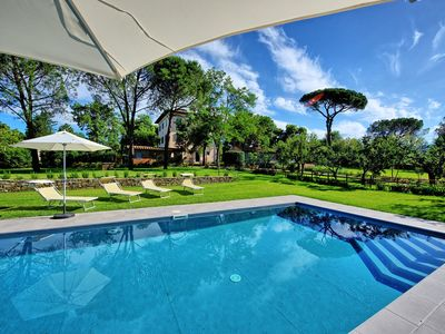 Photo for Stunning private villa with A/C, WIFI, private pool, TV, panoramic view, parking, close to Arezzo