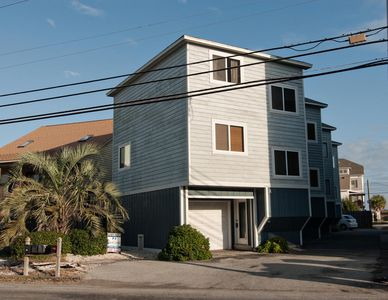 Photo for Darling townhouse located just south of Pier