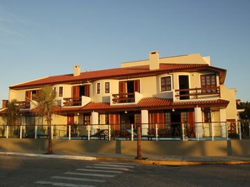 Luxury house 15 meters from the beach, with pisicina the sea.
