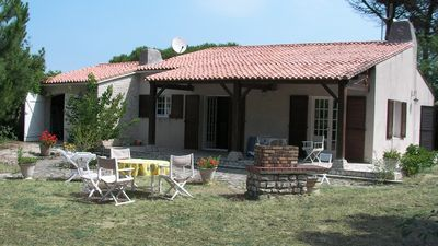 Photo for Beautiful house 5 minutes from the beach, 10 minutes from the market and center, on closed garden 1200m²