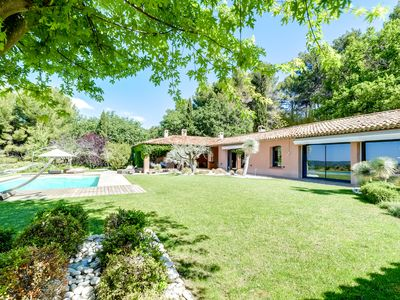 Photo for Villa near Aix-en-Provence in the green, heated pool, great views