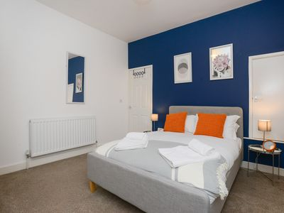 Photo for Luxury 3 Bed Property in Beeston. Easy transport links to Nottingham City Centre