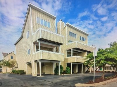 Fenwick Island beach block condo with pool FULLY RENOVATED and well appointed