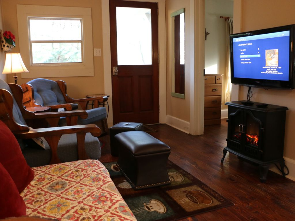 Cozy Cabin At The White Squirrel Cabins Mins To Downtown
