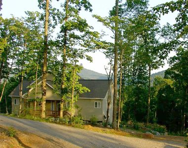 'Mossy Oaks Lodge' - 4 BR/3 BA with Great Views !