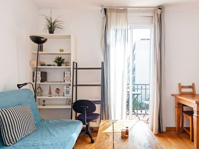 Photo for Lovely 2bed w/ Balcony in City Center -2min tube