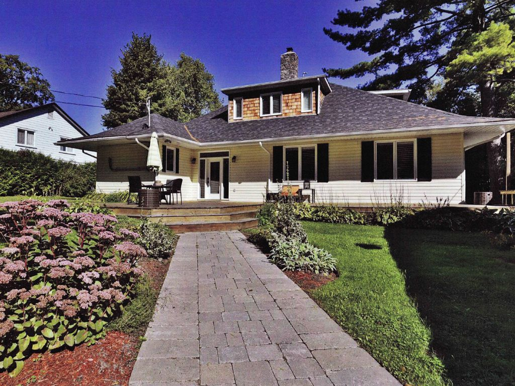 Luxurious waterfront cottage home for group or large for Waterfront cottage